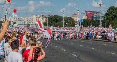 Protestos em Minsk contra os resultados das eleições presidenciais | Foto: Homoatrox/Wikimedia Commons